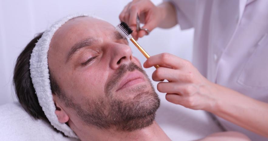 【男性必見】眉毛の正しい整え方 おすすめデザインやお手入れについて