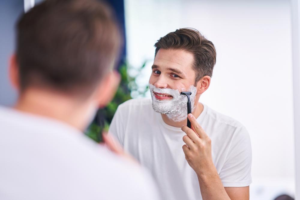 「カミソリ負け」から解放されるヒゲ剃りのコツを紹介します!